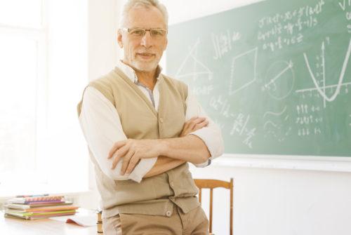 enseignant-senior-classe-retraite