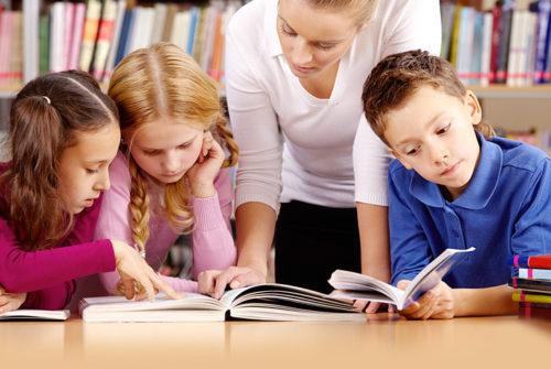 enfants-maitresse-lecture